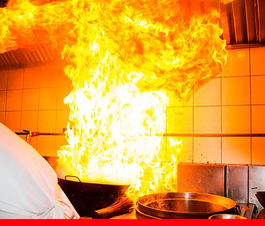 Cocina-profesional-en-llamas-por-despiste-Drop-Fire
